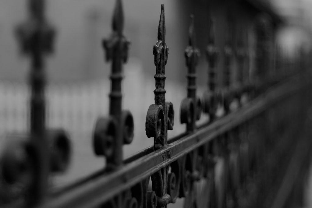 Qu'est-ce qu'une clôture en béton préfabriqué ?